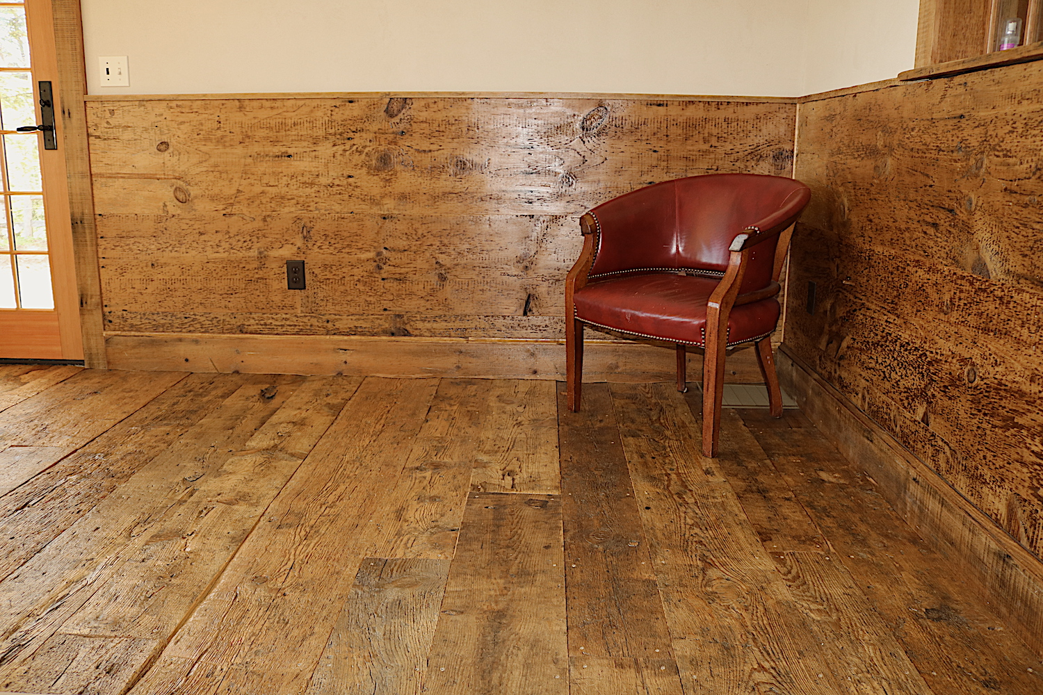 Residential dining room featuring reclaimed barn board flooring in Yarmouth, Maine, sourced by Rousseau Reclaimed Lumber & Flooring